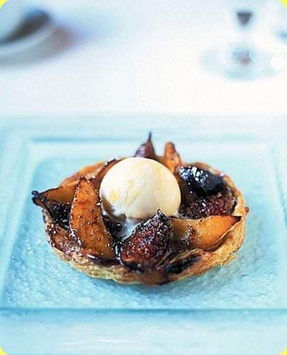 Tortine di fichi e pere con gelato al miele - Cakes of figs and pears with honey ice cream