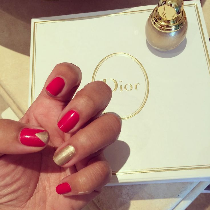 Manicure Monday: Christmas Manicure. Triangle and gold accents! x