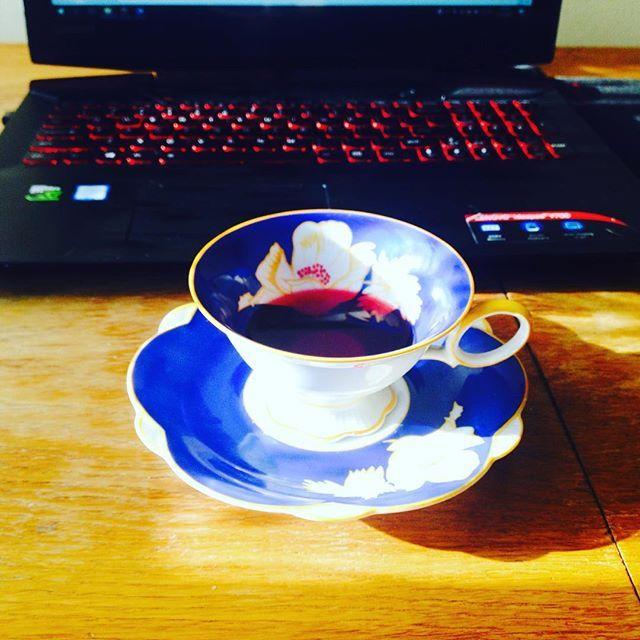 Moment (wyrwany ze snu) #pisanie #filiżanka #herbataowocowa #herbata #poranek #ranek