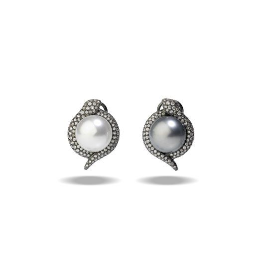 Utopia Mismatched Earrings With One Black And White South Sea Pearl
