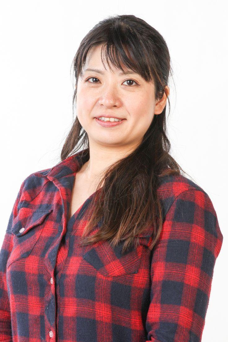 渡邊リサ(Lisa Watanabe)  4歳よりピアノを始め、高校在学時より作編曲を学ぶ。日本大学芸術学部音楽学部(作曲専攻)卒業後、一般企業に勤務しながら、ポピュラーピアノを学ぶ。2008年より、ピアニストとしての活動を開始。現在、癒しをテーマに、コンサートを企画出演する他、冠婚葬祭、イベント会場、リラクゼーション施設、飲食店等のさまざまな場でソロおよびアンサンブルの演奏活動を行なっている。愛と出発をテーマにしたオリジナルBGMアルバム「Love」をリリース、好評発売中。https://ameblo.jp/pianist-lisa/