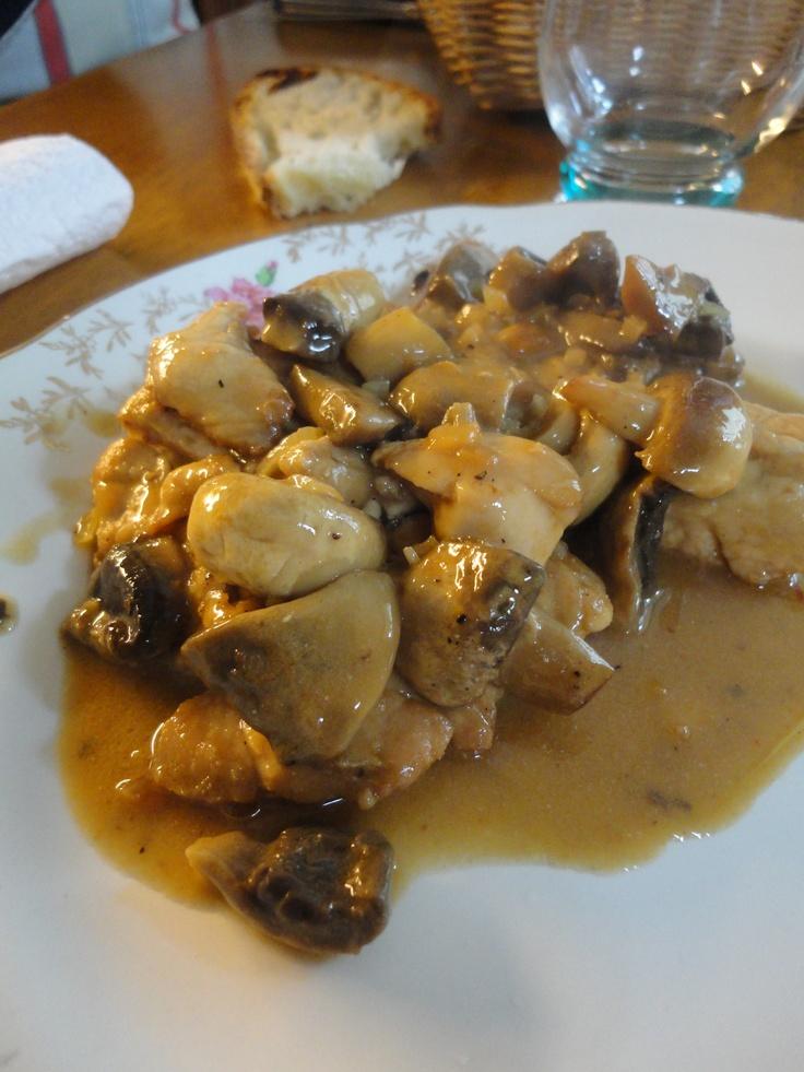 Mon plat chic fétiche, les ris de veau sauce madère ! French food :) Recette : http://happyfoodblog.fr/2012/12/10/ris-de-veau-aux-champignons-a-la-sauce-madere-la-recette-de-mamie-madeforxmas/