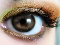 Счастливые обладательницы карих глаз знают в чем их преимущество перед светлоглазыми блондинками. Конечно, это природная яркость. Темные глаза сразу обращают на себя внимание, притягивая мужчин своей глубиной. И это происходит не только за счет макияжа для карих глаз.  Read more: http://about-vision.ru/makiyazh-dlya-karih-glaz-s-foto-i-video/#ixzz3gtUfn2hh