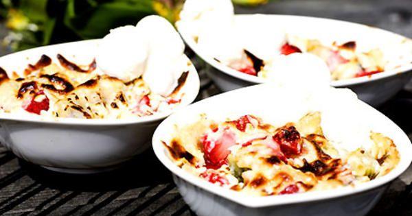 Gino - varm frukt under ett täcke av vit choklad! En klassiker som är både enkel och snabb att göra. Original receptet är med jordgubbar, kiwi och banan, men det går givetvis att använda frukt efter egen smak.
