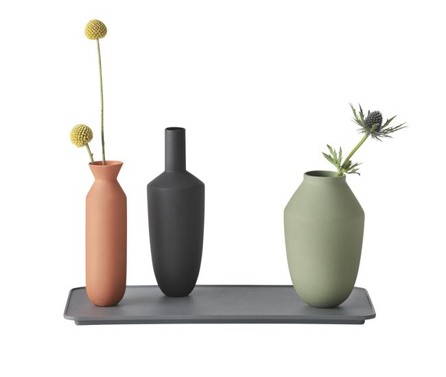 Good things come in threes – including Muuto's Balance vases. Magnets on the bottom of the porcelain sculptures secure them to a rectangular, powder-coated steel tray.