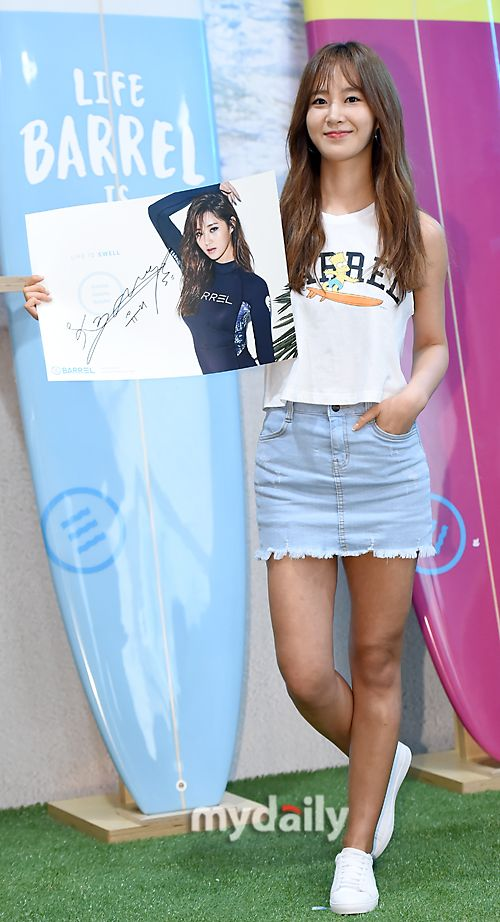 SNSD Yuri met fans at BARREL's signing event