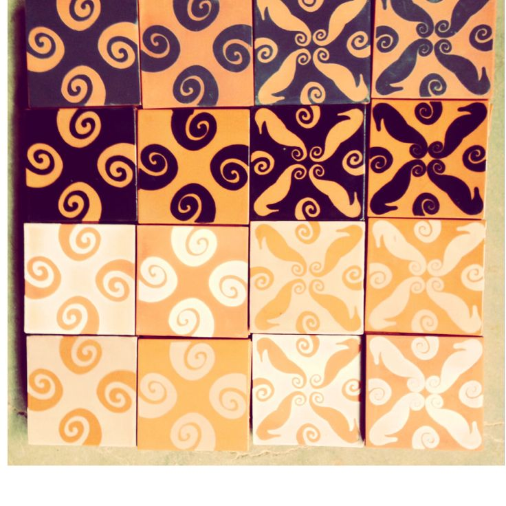 Azulejo artesanal •nueva colección Fauna Marina • hecho a mano en Dolores Hidalgo, Gto, México. #diseñomexicano por Mónica Moussalli
