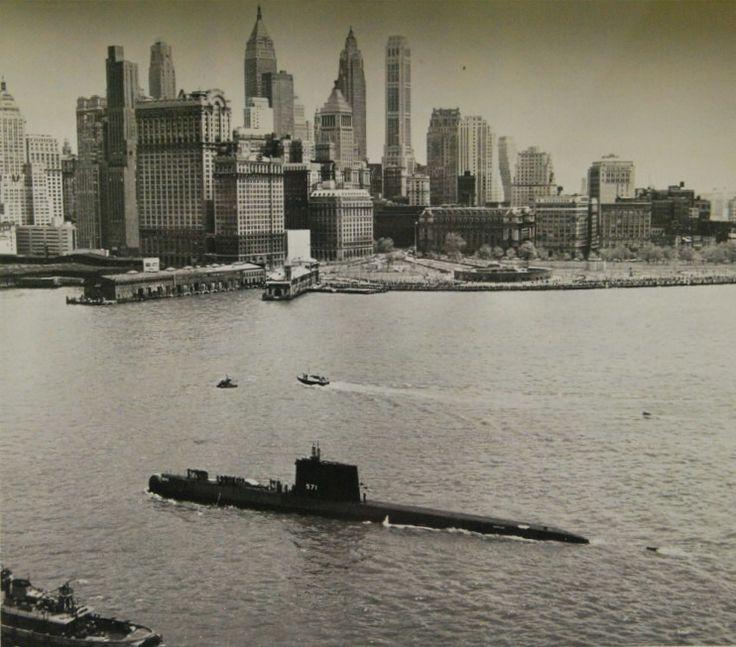Fotografía USS, Nautilus a su paso por Nueva York, Años 50. Fotografía. Tomada el día de la celebración de las fuerzas armadas.