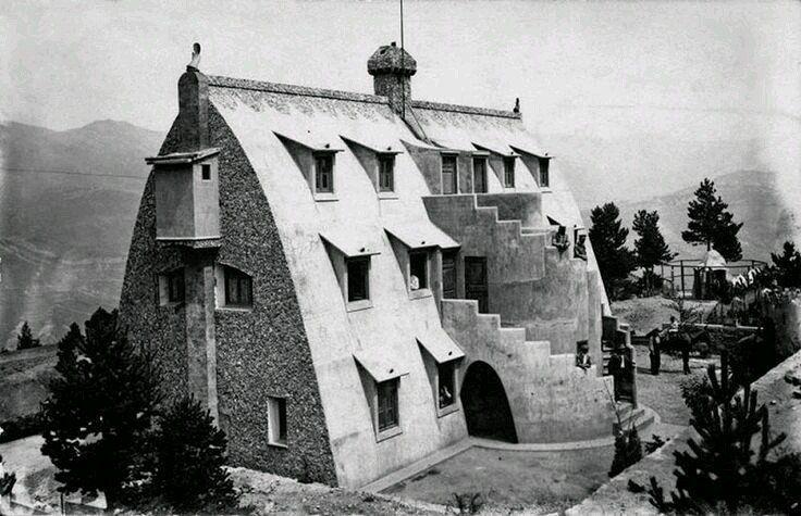 1905. Xalet de Catllaràs, obra de Gaudí, a La Pobla de Lillet al Berguedà.