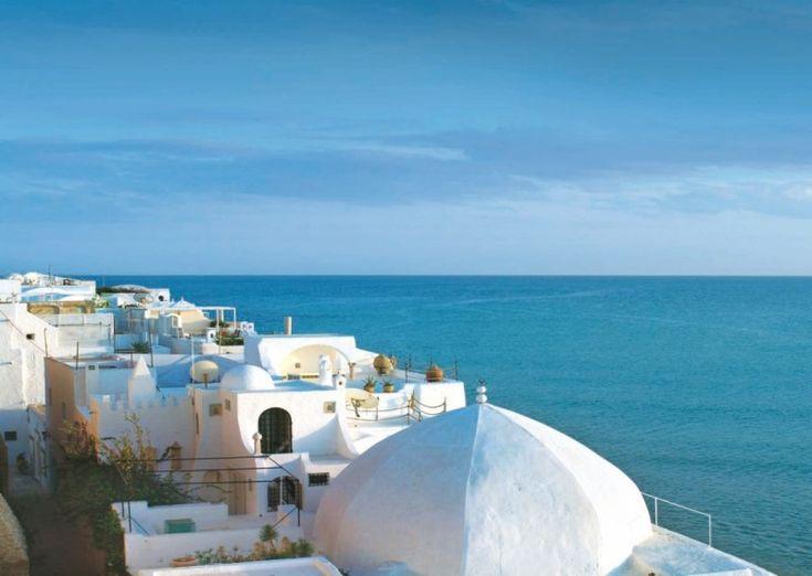 Идеальный отдых на пляжах Туниса: секреты, советы и правила  И хотя Тунис находится на севере Африки, его всё же называют европейским курортом. Так оно и есть, ведь не зря же французы успели здесь за 75 лет построить респектабельные отели, настроить европейский сервис, добавить свою изюминку к национальной кухне, и даже самый простой тунисец бегло разговаривает на французском. Вот и едут сюда иностранцы, чтобы совместить экзотический отдых в Африканской Сахаре, поглазеть на памятники…