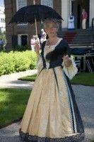Sophia Huydecoper (1662-1740), derde kind uit een gezin van zeven. Hoewel ze vele vrijers had gehad, had vader Huydecoper geen van allen goed genoeg gevonden en was Sophia langzaam te oud (39!) geworden om te trouwen. - See more at: http://historischhuren.nl/object/sophia-huydecoper-1662-1740/#sthash.B1JFg8kr.dpuf