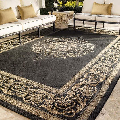 adding an outdoor rug helps tie everything together to create that outdoor room.