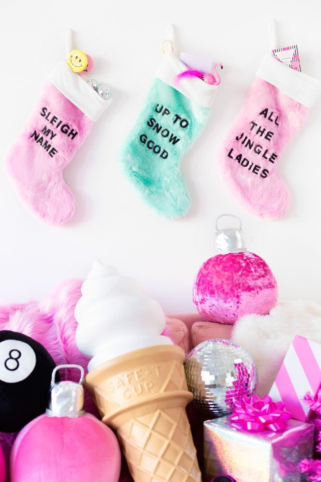 DIY Graphic christmas word Stockings in pastel colors, easy to make and fun Christmas Puns, Pink Christmas, All Things Christmas, Christmas Holidays, Christmas Crafts, Christmas Ornaments, Christmas Colors, Diy Kawaii, Unique Christmas Stockings