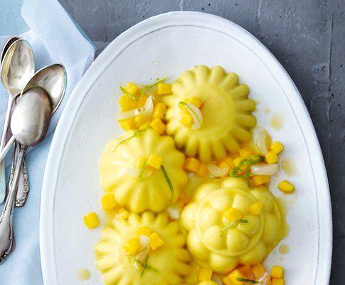 Budino di mango e latte di cocco con macedonia