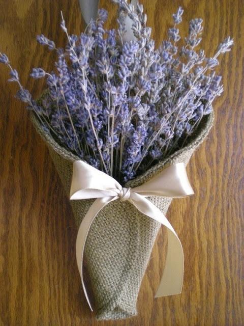 de Lovely Affair: {Practical Planning} 7 Simple Burlap Wedding Ideas