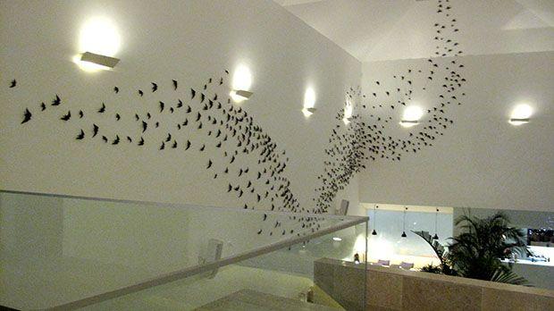 Seiscentas andorinhas de Bordalo Pinheiro fazem a revoada permanente no Lobby Bar da Pousada Cascais, #Portugal
