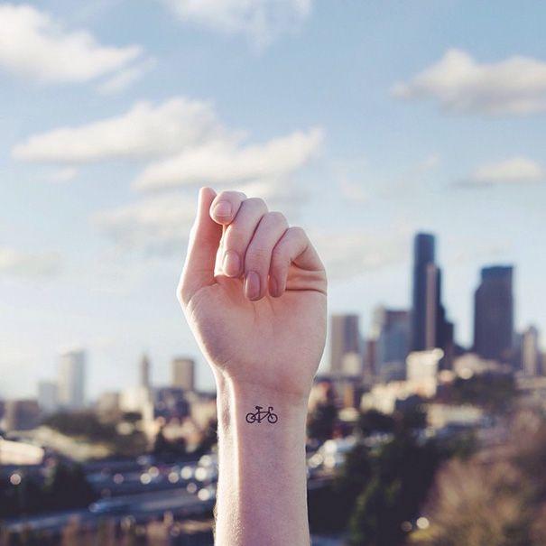 30 tatouages discrets minimalistes 2Tout2Rien