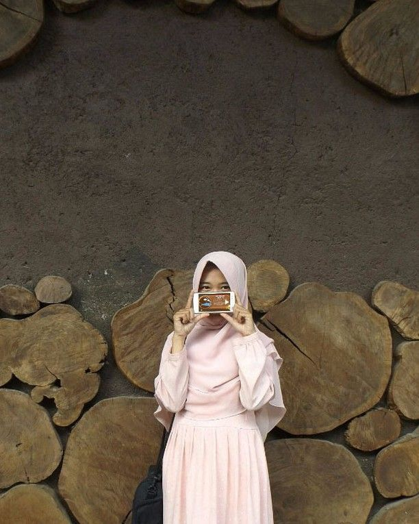 repost from fb Nabila Amalia  Inilah salah satu contoh peserta lomba foto wisata bareng COLORtorial yang ceria.  Yuk, yang lain jangan ketinggalan. Foto dirimu dengan berbagai pesona Indonesia dan level terakhir game COLORtorial pulau tempat daerah wisata itu berada.  dan menangkan 1 HADIAH UTAMA OPPO F3 Plus Camera Selfie 20MP. 😀  #EMCOLUX #COLORtorial #catkayubesi #warna #ngecat #surabaya #jakarta #depok #tangerang #bogor #bekasi #bandung #bali #banyuwangi #denpasar #jember #jogja…