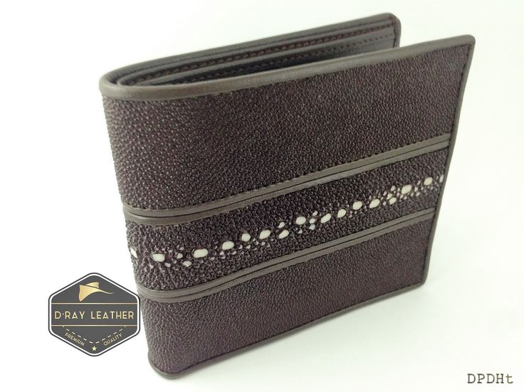 A stingray wallet for men pearl row [Horizontal Style]   Black   by @drayleather. These stingray wallets have a pebbly texture with a highlighted central diamond. This classic design of stingray wallet is the most popular. . A beautifully handmade example of a sting ray wallet with a full cow skin interior. . • Hand selected stingray skin direct from the tannery. • Hand cut leather • A grade cowskin interior • 9.5cm x 11.5cm • card holders • ID holders • compartments • Bi..