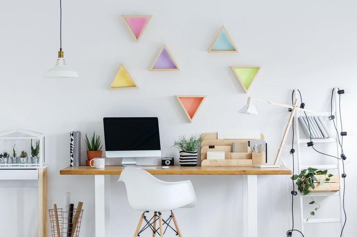 Jak w prosty sposób stworzyć kreatywną przestrzeń do pracy? Wystarczy namalować kolorowe wzory na ścianie za pomocą naszych testerów kolorów