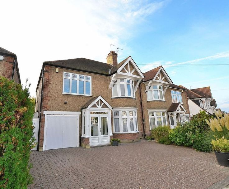 FOR SALE  Beautiful 4 bed family home in #Bromley  http://www.vincentchandler.co.uk/properties-for-sale/property/7214234-harwood-avenue-bromley