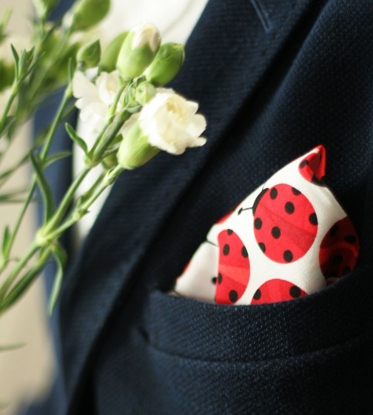 Biedronkowe Love  #ek #edytakleist #handamde #biedronki #ladybirds #poszetki #pocketsqare #moda #modnymezczyzna #men #ellegant