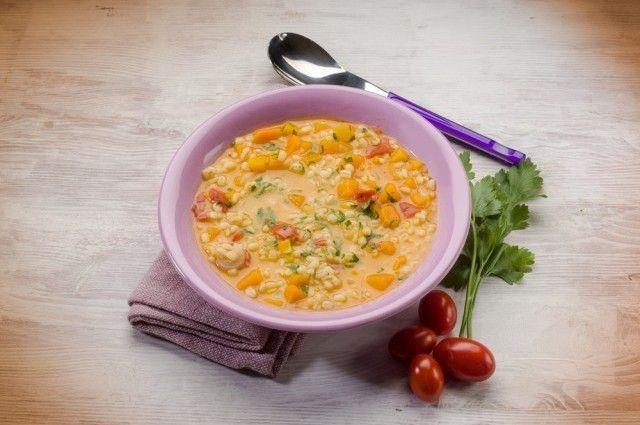 Zuppa d'orzo e zucca: la ricetta nutriente e sana, anche nella variante con le lenticchie