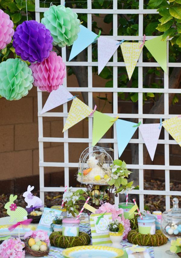 Una preciosa combinación de bolas de nido de abeja, y banderines de papel / A lovely combination of honeycomb balls and paper banners