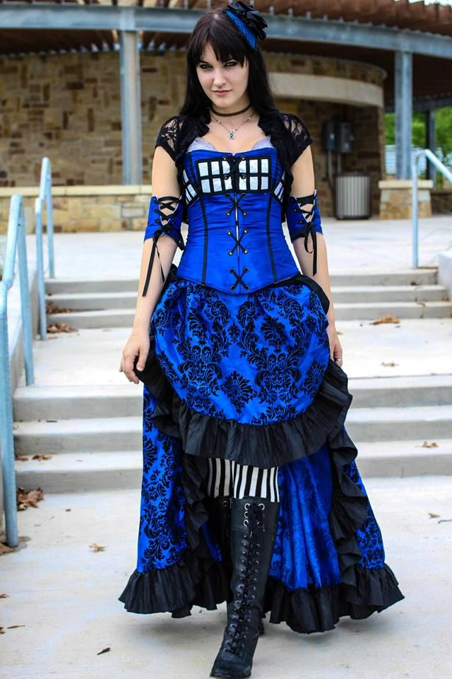 This is super cute a Steampunk Tardis costume! And so very very well done! Beautiful construction and design!