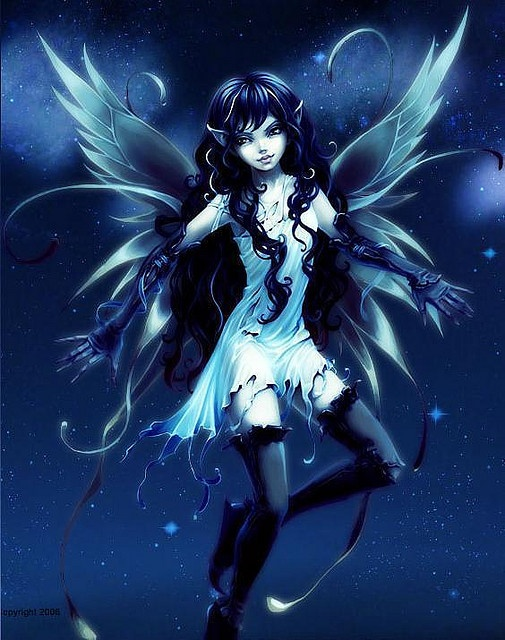 I love this fairy. The luminous wings, the background and costume is amazing! But I'm not sure about the gloves... Still one of my fave fairy pins!