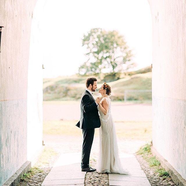 This is from an amazing intimate wedding from last September. @suomenlinnaofficial #ruutikellari  #weddingfinland #hääkuvaaja #häät #weddingphotography #ohwowyes #theknot #thehappynow #hääkuvaus #hääkuva #suomenlinna #thatsdarling #häät2015 #vscowedding #