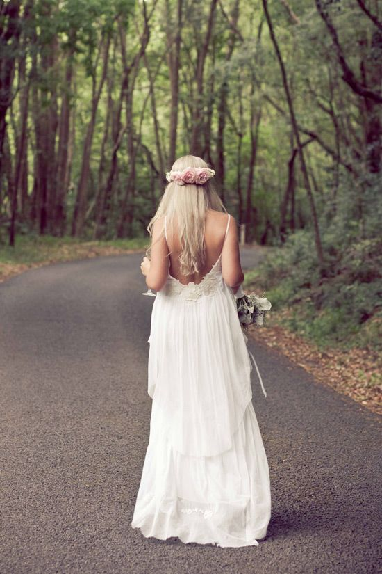Such a pretty look on this #boho #bride. What a gorgeous backless #wedding dress!