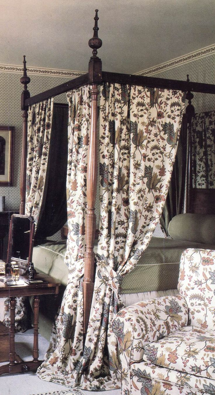 Classic traditional bed-drapes and matching upholstery for a country-house look