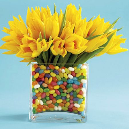 Simple Easter Centerpieces: Spring Flowers, Easter Centerpieces, Flowers Centerpieces, Easter Tables, Easter Decor, Easter Gift, Jelly Beans, Tables Decor, Center Pieces
