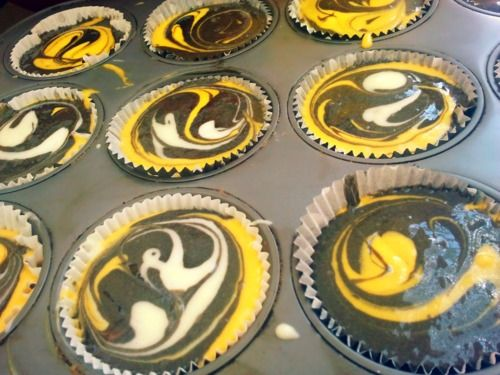 Hawkeye Cupcakes!: Cupcakes Muffina, Colors Cupcakes, App Cupcakes, Die Colors, Cupcakes Soo, Cupcakes Kristin, Football Cupcakes, Hawkeye Cupcakes, Cupcakes Angel