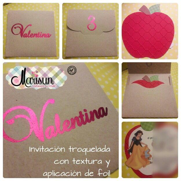 Invitación troquelada con textura y aplicación de foil