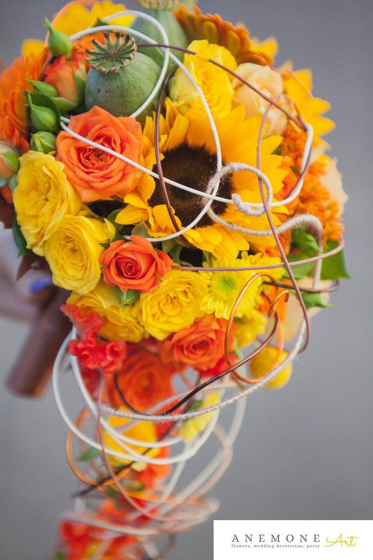 buchet de mireasa cu floarea soarelui, minirosa, gerbera, maci,trandafiri, craspedia, celosia si crizanteme santini.