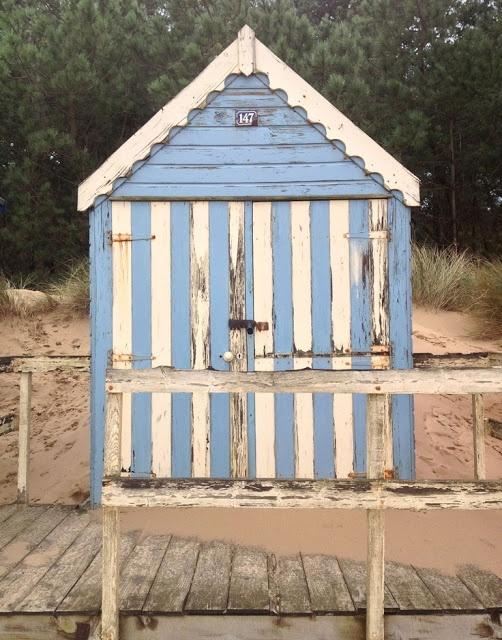 beachcomber: beach hut cuties
