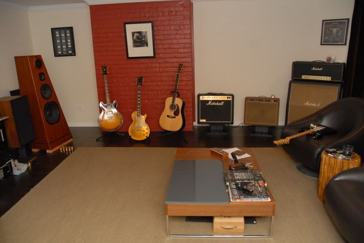Pics from my fav Guitar Room from a TGP forum member (as many of these are)