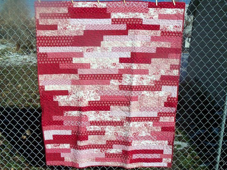 бело-красное одеяло