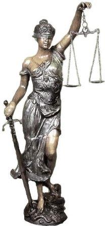 Temis fue una de las deidades que estaban tras el Oráculo de Delfos La equivalente romana de uno de los aspectos de la helénica Temis, como la personificación del derecho divino de la ley, fue Iustitia. Sus orígenes están en las abstracciones civiles de la forma de pensar romana, más que en la mitología arcaica, por lo que intentar comparaciones no resulta lógico. Representada como una mujer impasible, con los ojos vendados y llevando una balanza