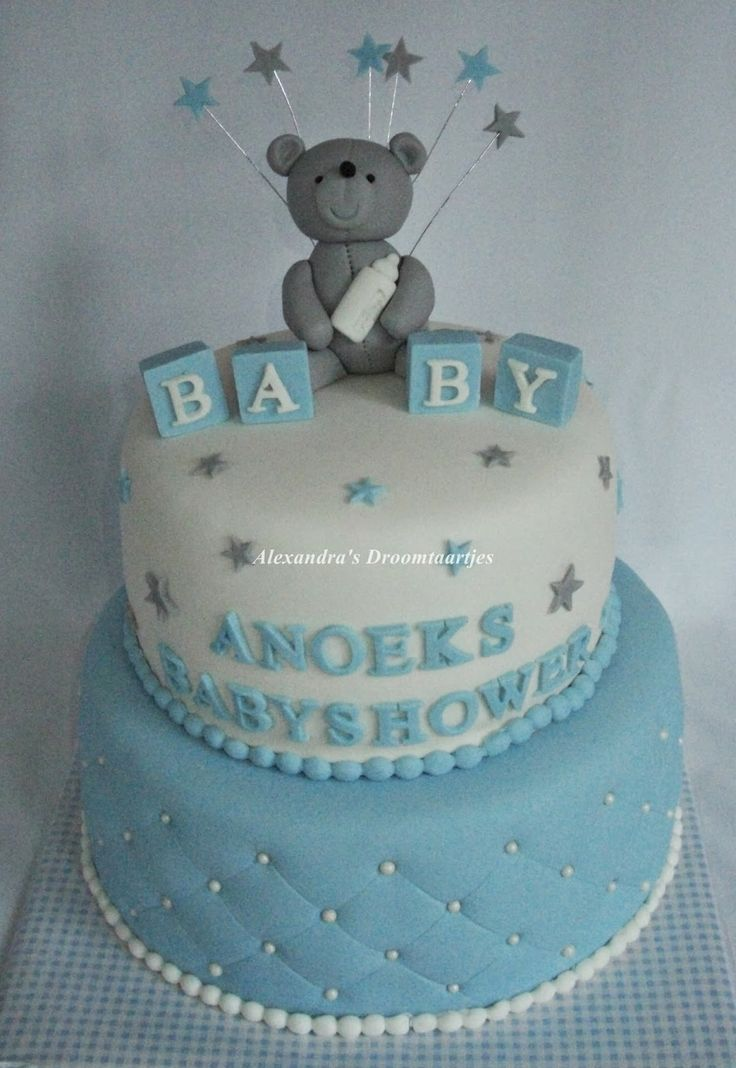 Baby boy babyshower cake with a teddy bear on top and stars at the site Baby jongen Babyshower taart met boven op een teddy beer en aan de zijkant sterretjes jongen