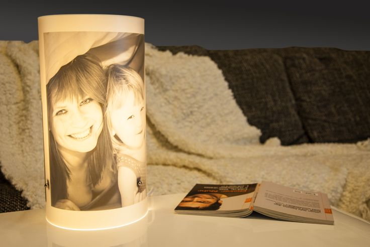 Gemütliches Wohnzimmer mit DIY Fotolampe