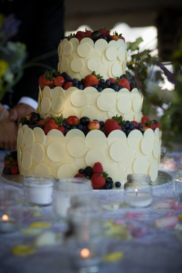 Red, white and blue wedding cake inn at stonecliffe mackinac island northern michigan wedding by http://www.paulretherford.com #puremichigan