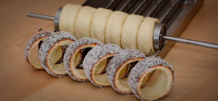 www.kurtos-kalacs.com Here you can see 6 individual baked Kurtos rings, perfect for giving as samples. Kurtos Kalacs, Kürtőskalács, Chimney Cake, Trdelnik, Baumstriezel, Horn Cake, Székely Cake, Hungarian Twister, Куртош калач, Kurtosh, Cozonac Secuiesc