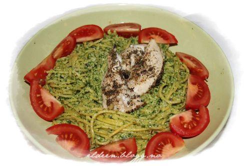 Indrefilet av kylling, spaghetti og pesto (gluten- og melkefritt). (~Eldeen~)