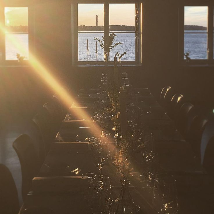Summer still hasn't completely given way for autumn in Stockholm. Last night our guests from Norway got to enjoy a magical evening at the seaside gourmet venue Ekensdal #visitsweden #visitstockholm #mice #incentivetravel #dmc #ekensdal