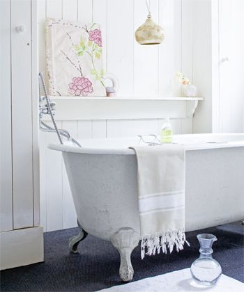1000 images about shabby chic bathroom on pinterest for Commode style shabby