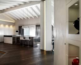 Ingresso: Ingresso, Corridoio & Scale in stile in stile Moderno di Studio d'Architettura MIRKO VARISCHI