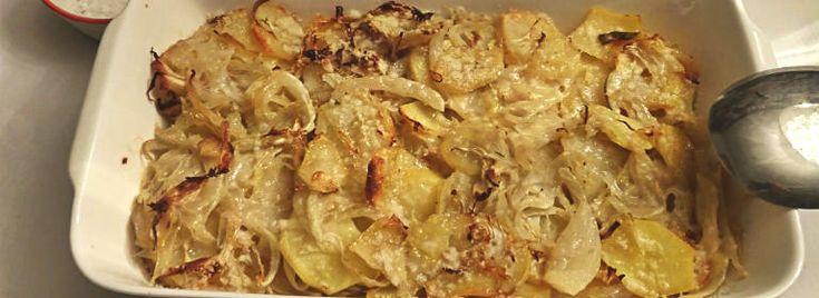 Teglia di finocchi e patate al forno La ricetta  della teglia di #finocchi e #patate al forno è  facile, di rapida esecuzione e di tutti i giorni.Questo contorno è molto saporito e gustoso e ben si addice come accompagnamento di portate a base di #pesce, ma anche di #carne.